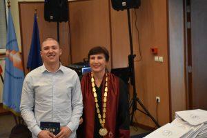Ректорът на ХТМУ проф. д-р инж. Сеня Терзиева връчи книжките на новоприетите студенти с най-висок бал